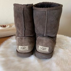 UGG short shearling & leather boot